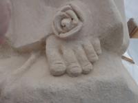 Odbudowa, naprawa, rzeźbienie brakujących elementów w kamieniu.